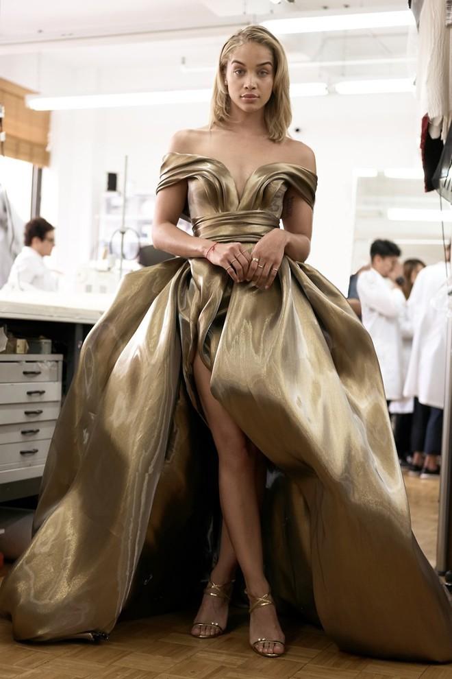 Giữa một rừng trang phục lồng lộn, 5 người đẹp diện váy của H&M trông cũng chẳng hề kém lộng lẫy - Ảnh 11.