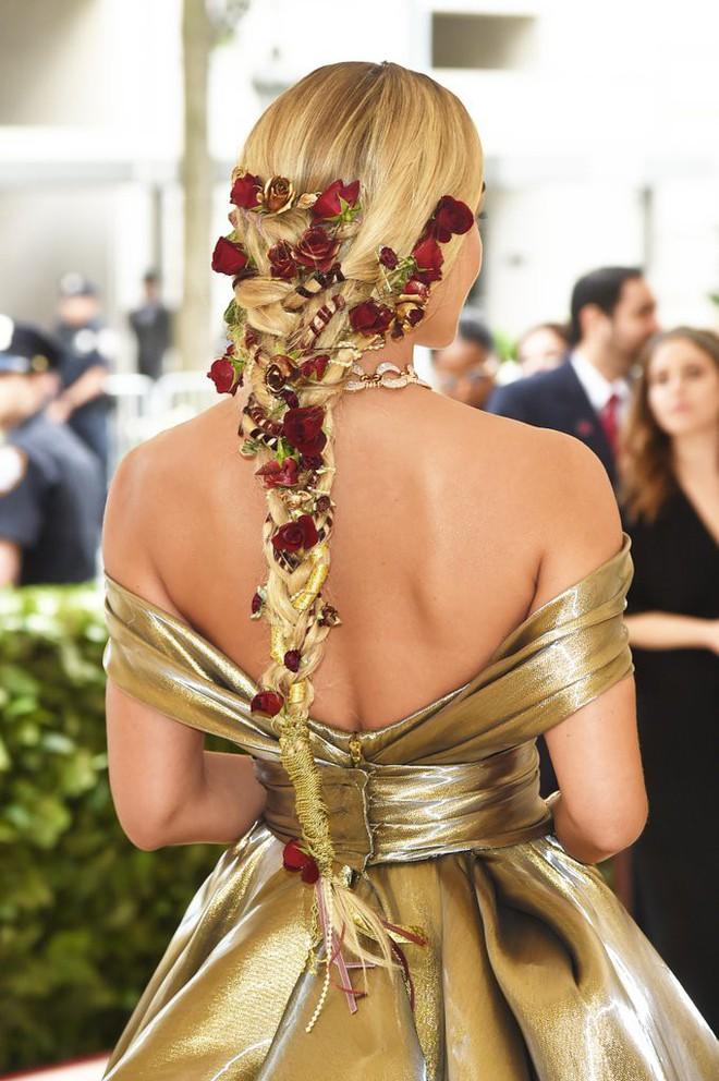 Giữa một rừng trang phục lồng lộn, 5 người đẹp diện váy của H&M trông cũng chẳng hề kém lộng lẫy - Ảnh 12.