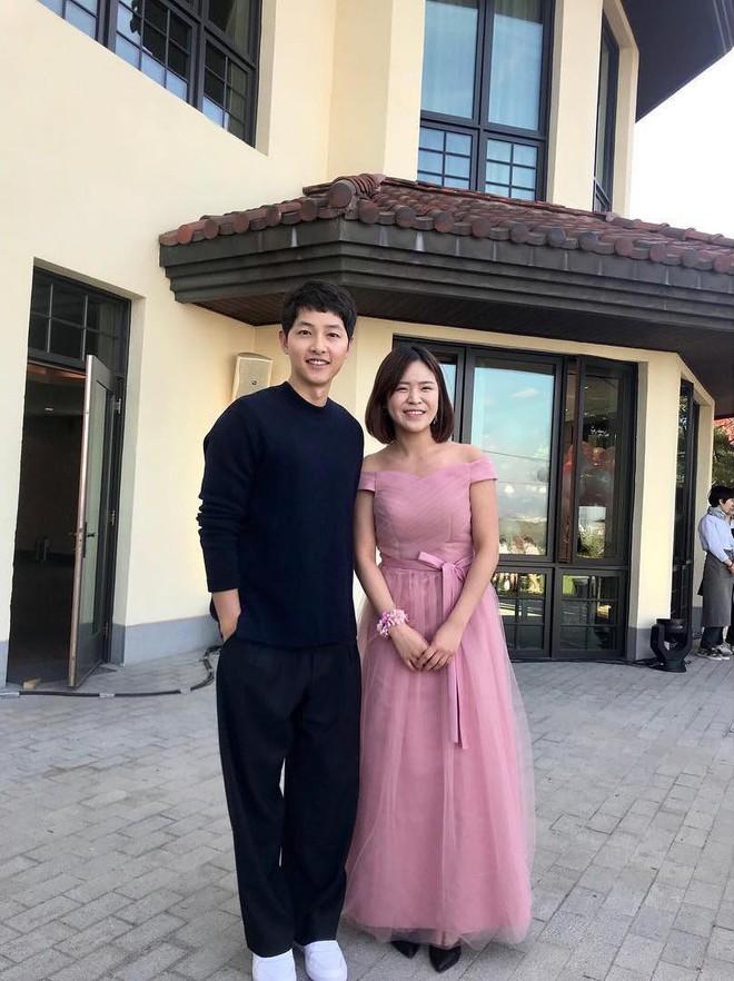 Hình ảnh đối lập của cặp bạn thân: Song Joong Ki được vợ vỗ béo tròn, Lee Kwang Soo thì gầy như bộ xương di động - Ảnh 13.