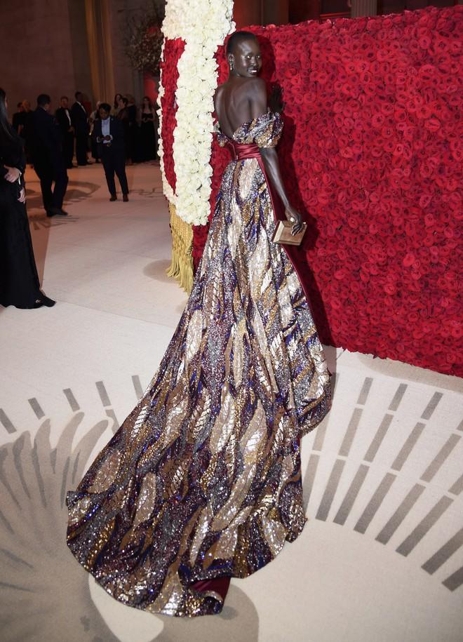 Giữa một rừng trang phục lồng lộn, 5 người đẹp diện váy của H&M trông cũng chẳng hề kém lộng lẫy - Ảnh 14.