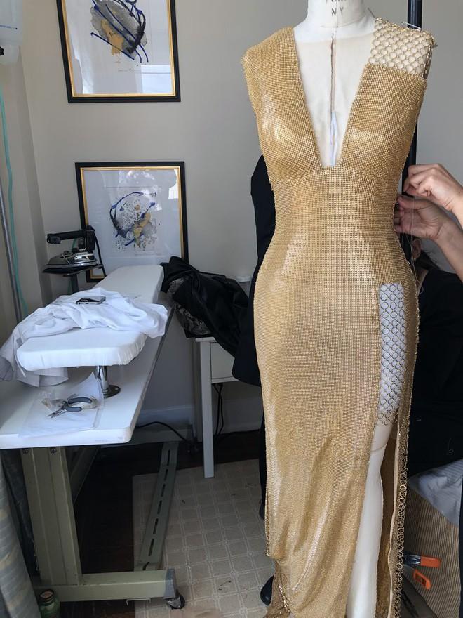 Giữa một rừng trang phục lồng lộn, 5 người đẹp diện váy của H&M trông cũng chẳng hề kém lộng lẫy - Ảnh 3.