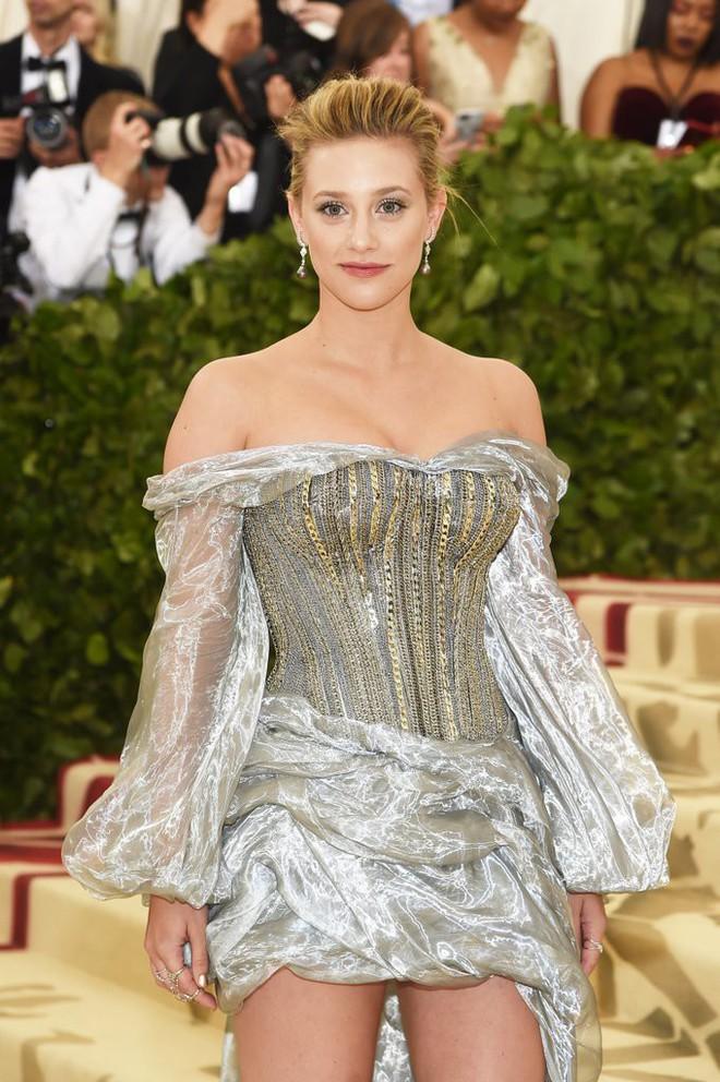 Giữa một rừng trang phục lồng lộn, 5 người đẹp diện váy của H&M trông cũng chẳng hề kém lộng lẫy - Ảnh 4.