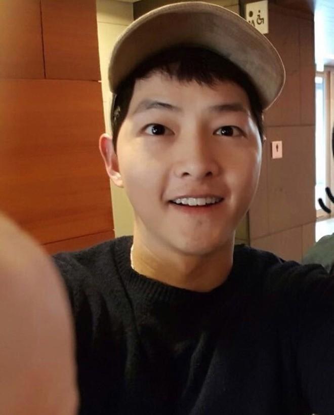 Hình ảnh đối lập của cặp bạn thân: Song Joong Ki được vợ vỗ béo tròn, Lee Kwang Soo thì gầy như bộ xương di động - Ảnh 9.