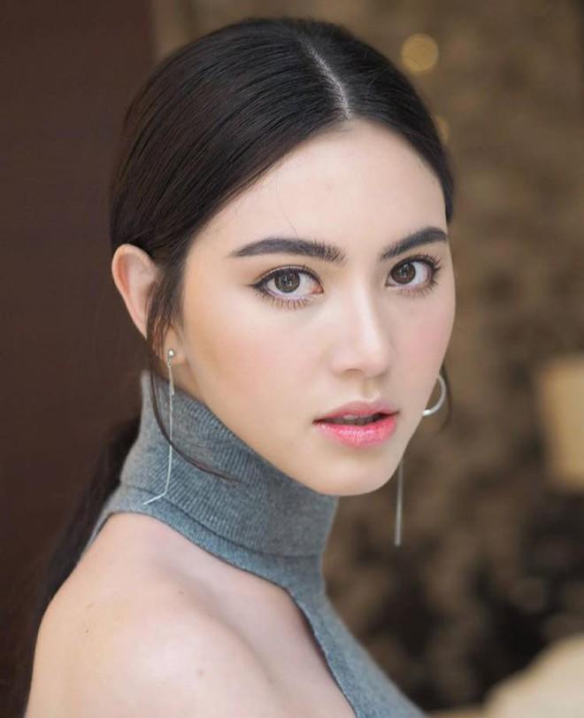 Trọn vẹn sắc vóc cùng gu thời trang không phải dạng vừa của nhân vật nữ trong MV mới Sơn Tùng MT-P - Ảnh 2.