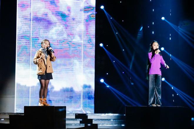 Khả Như – Ngô Kiến Huy rưng rưng nước mắt khi nghe 2 cô bé này hát về mẹ - Ảnh 5.