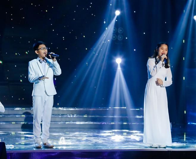 Khả Như – Ngô Kiến Huy rưng rưng nước mắt khi nghe 2 cô bé này hát về mẹ - Ảnh 8.