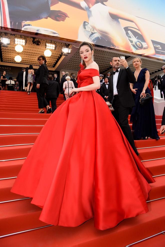 Đầm đỏ khoe vòng 1 hút mắt cùng đôi môi nhũ long lanh, Lý Nhã Kỳ chính là người đẹp nổi nhất thảm đỏ LHP Cannes 2018 - Ảnh 5.