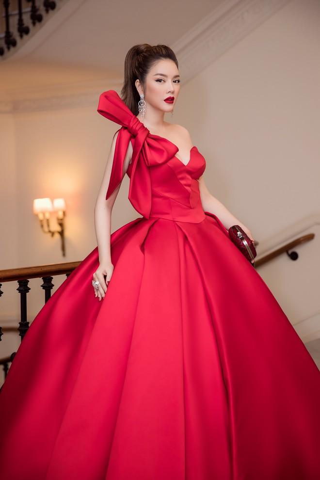 Đầm đỏ khoe vòng 1 hút mắt cùng đôi môi nhũ long lanh, Lý Nhã Kỳ chính là người đẹp nổi nhất thảm đỏ LHP Cannes 2018 - Ảnh 6.