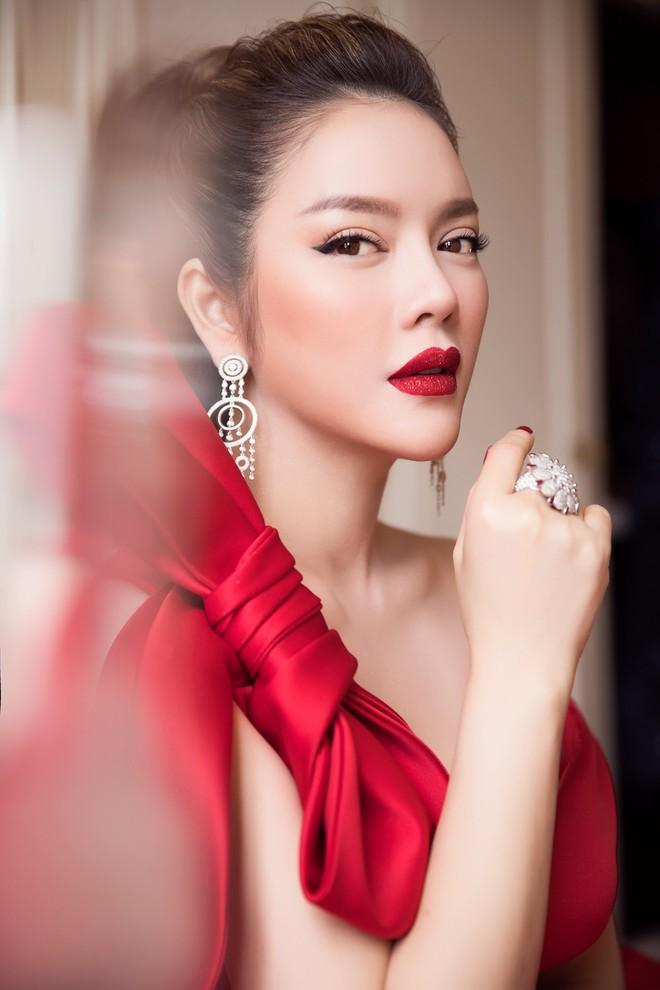 Đầm đỏ khoe vòng 1 hút mắt cùng đôi môi nhũ long lanh, Lý Nhã Kỳ chính là người đẹp nổi nhất thảm đỏ LHP Cannes 2018 - Ảnh 8.