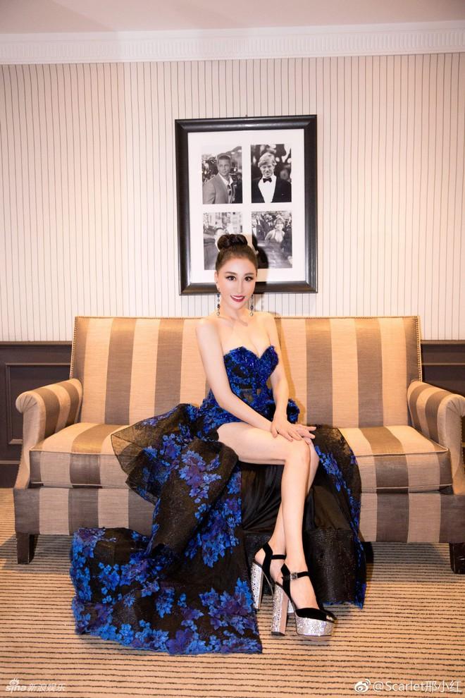 Hoa hậu Trung Quốc trở thành trò cười trên thảm đỏ Cannes vì cố tình ngã để gây chú ý - Ảnh 3.