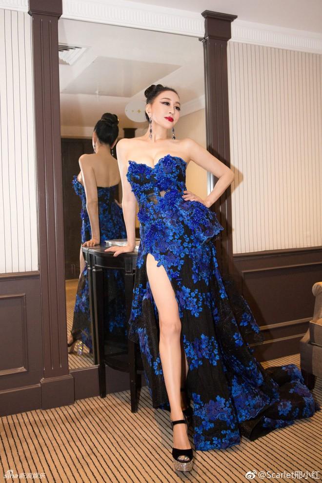 Hoa hậu Trung Quốc trở thành trò cười trên thảm đỏ Cannes vì cố tình ngã để gây chú ý - Ảnh 4.