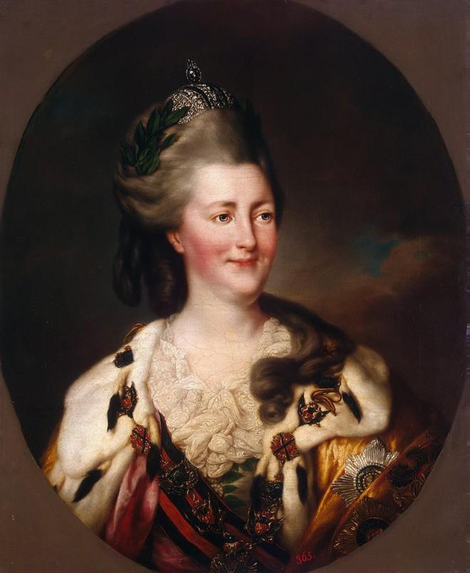 Tình sử phóng đãng của Nữ hoàng vĩ đại nhất nước Nga: 18 người tình, có người nhỏ hơn đến 40 tuổi - Ảnh 3.