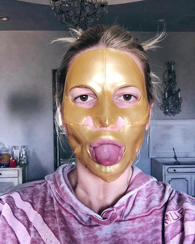 """Được bao người đẹp Hollywood """"selfie"""" cùng, loại mặt nạ chiết xuất từ vàng này có gì xuất sắc đến thế? - Ảnh 1."""