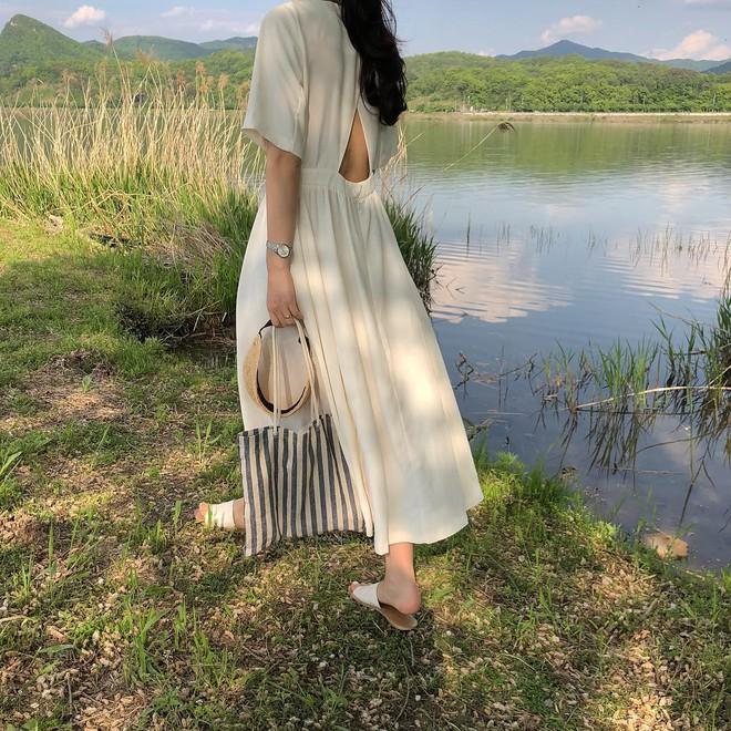 Nữ tính điệu đà mà vẫn sexy hết nấc, hèn gì váy vải hở lưng được con gái Hàn thi nhau diện hè này - Ảnh 10.