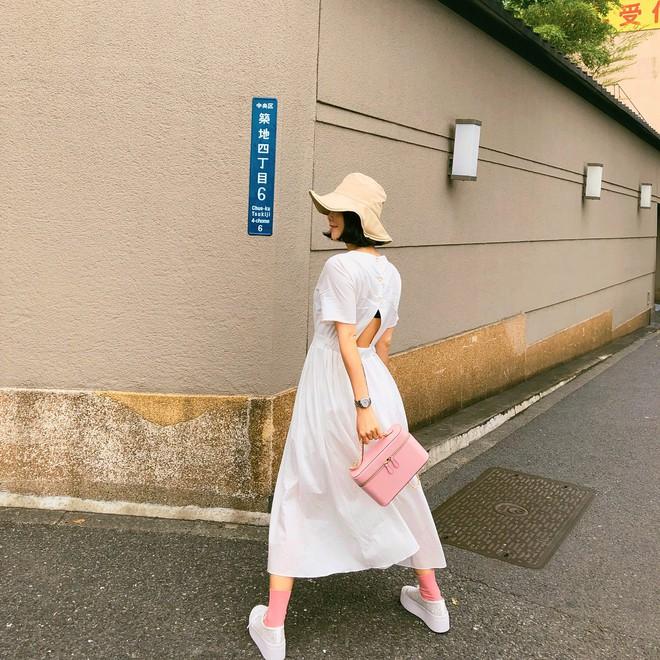 Nữ tính điệu đà mà vẫn sexy hết nấc, hèn gì váy vải hở lưng được con gái Hàn thi nhau diện hè này - Ảnh 14.