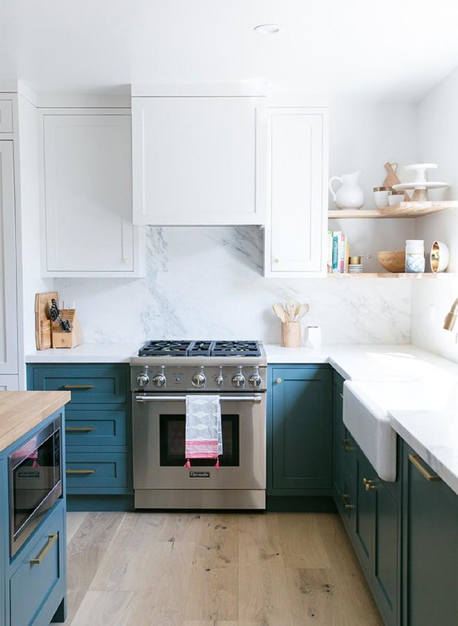 Ngắm phòng bếp này, bạn sẽ phải thừa nhận chọn đúng màu sắc sẽ tạo nên sự kỳ diệu - Ảnh 4.