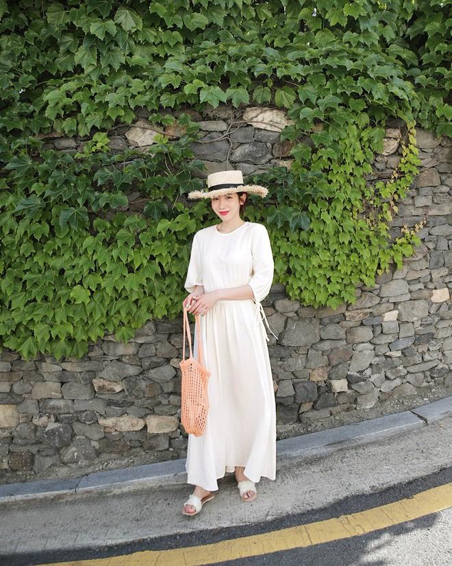 Nữ tính điệu đà mà vẫn sexy hết nấc, hèn gì váy vải hở lưng được con gái Hàn thi nhau diện hè này - Ảnh 7.