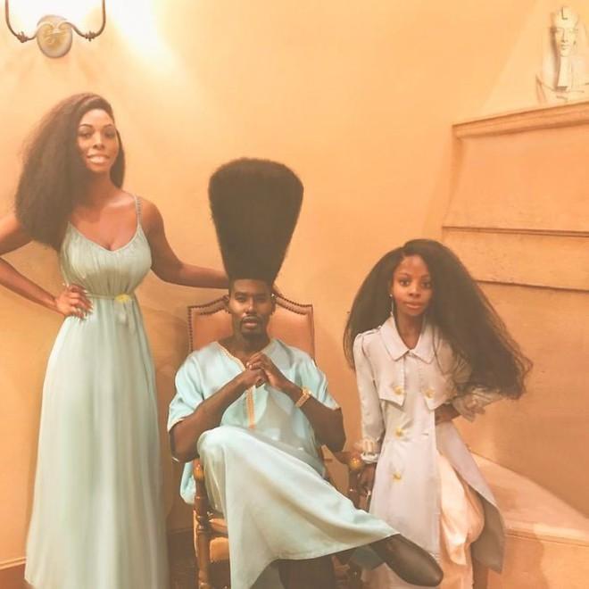 Chùm ảnh: Cặp bố con xác lập kỷ lục thế giới vì bộ tóc bông xù đầy ấn tượng và câu chuyện phía sau khiến mọi người thầm thán phục - Ảnh 15.