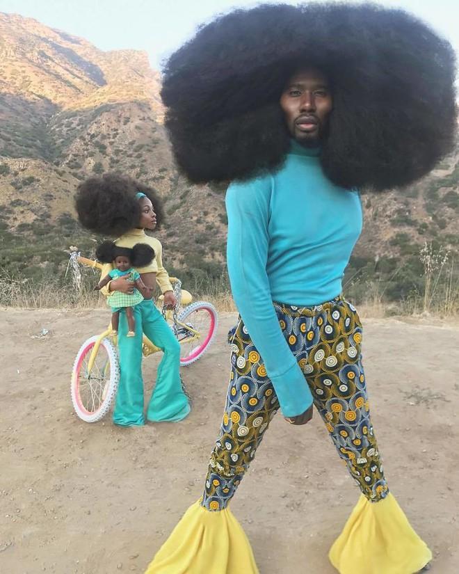 Chùm ảnh: Cặp bố con xác lập kỷ lục thế giới vì bộ tóc bông xù đầy ấn tượng và câu chuyện phía sau khiến mọi người thầm thán phục - Ảnh 17.