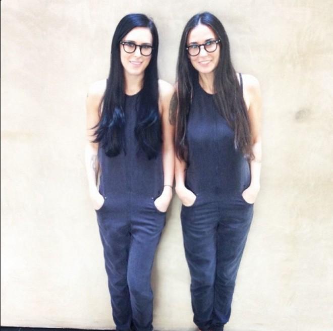 10 cặp mẹ con khiến mạng xã hội sốt xình xịch vì trong cùng khuôn hình, mẹ trẻ xinh chẳng kém gì con - Ảnh 8.