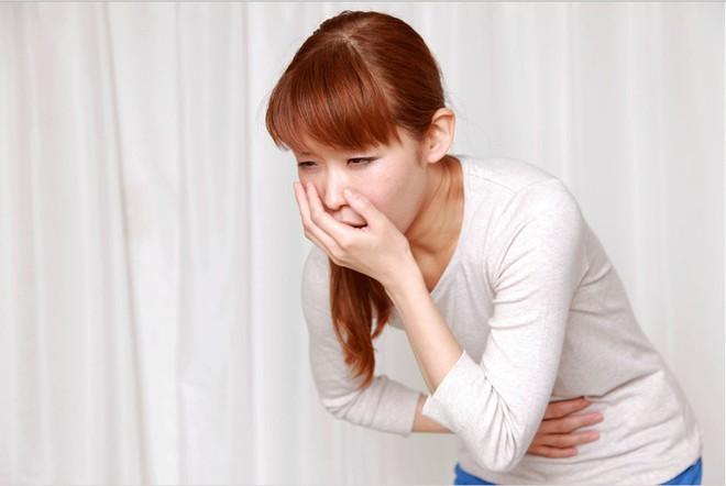 Mọi người cần đến bác sĩ càng sớm càng tốt khi nhận thấy những triệu chứng này của bệnh viêm ruột thừa - Ảnh 3.