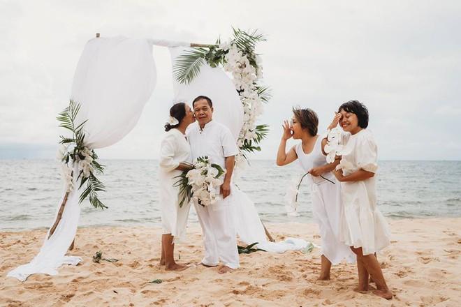 Ảnh cưới vui chất ngất của cặp đôi U50 đã sống thật 35 hạnh phúc lại có 2 phù dâu một tay lo tất tần tật - Ảnh 1.