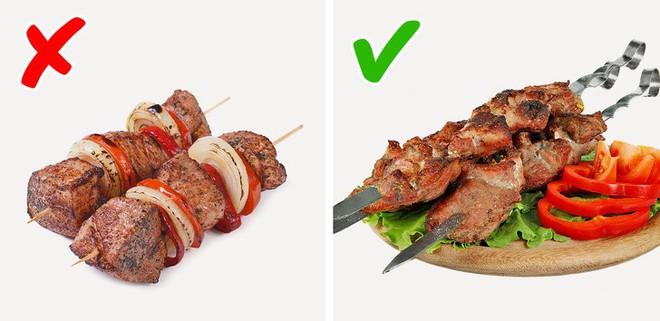 Nướng thịt mà cứ mắc những lỗi sai này thì muôn đời bạn không được thưởng thức xiên thịt nướng thơm ngon do chính tay mình làm - Ảnh 3.
