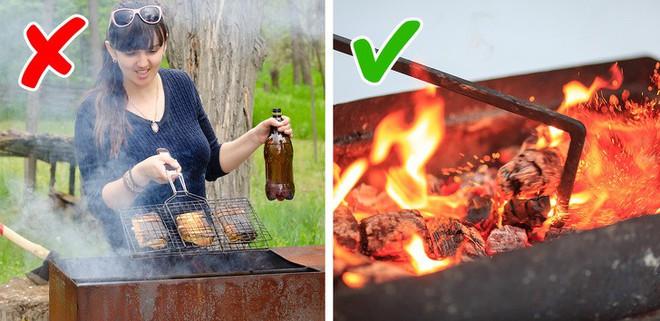 Nướng thịt mà cứ mắc những lỗi sai này thì muôn đời bạn không được thưởng thức xiên thịt nướng thơm ngon do chính tay mình làm - Ảnh 6.