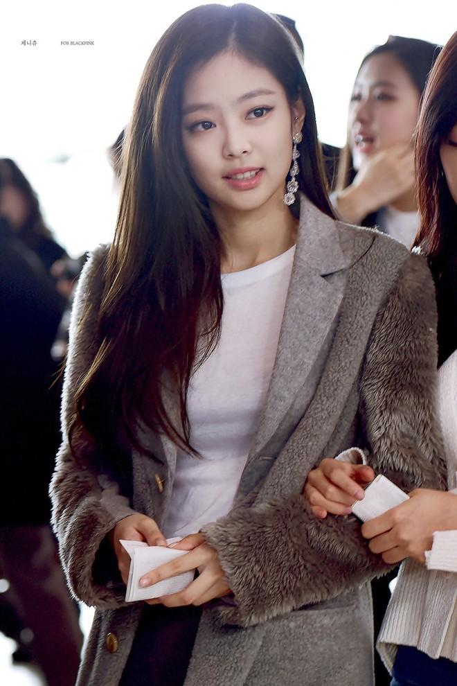 """Đây chắc chắn là đôi khuyên tai """"hot"""" nhất xứ Hàn lúc này vì đang được cả loạt sao cùng diện - Ảnh 2."""