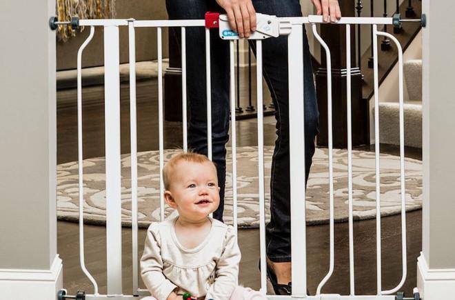 Loạt bảo bối giúp các mẹ giữan toàn cho bé khi vui chơi trong nhà - Ảnh 1.