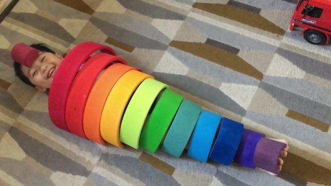 9 món đồ chơi theo phương pháp Montessori giúp trẻ thông minh hơn - Ảnh 4.