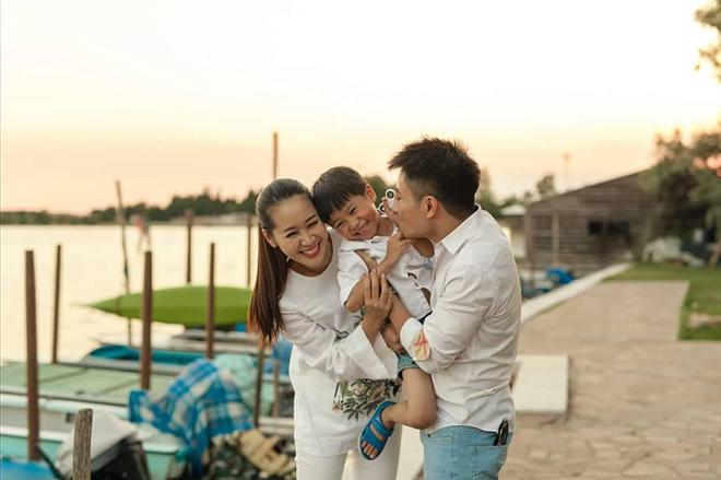 Soi nhất cử nhất động của sao Việt (11/6) - Ảnh 3.