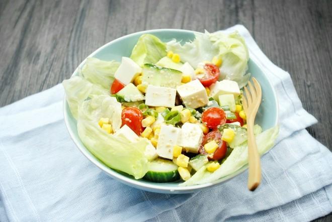 Muốn giảm cân mà vẫn đủ chất thì không thể bỏ qua món salad đậu hũ tuyệt hảo này - Ảnh 4.