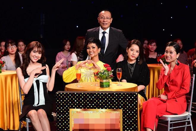 Cười ngất trước cảnh Chi Pu dạy Lan Ngọc - Lâm Vỹ Dạ nhảy múa - Ảnh 1.
