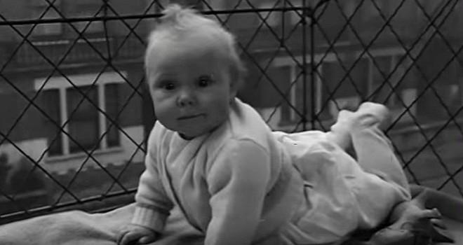 """Phát minh kỳ lạ nhất thế kỷ 20: Những chiếc lồng sắt """"phơi"""" trẻ em bên ngoài cửa sổ khiến nhiều người đứng tim - Ảnh 8."""