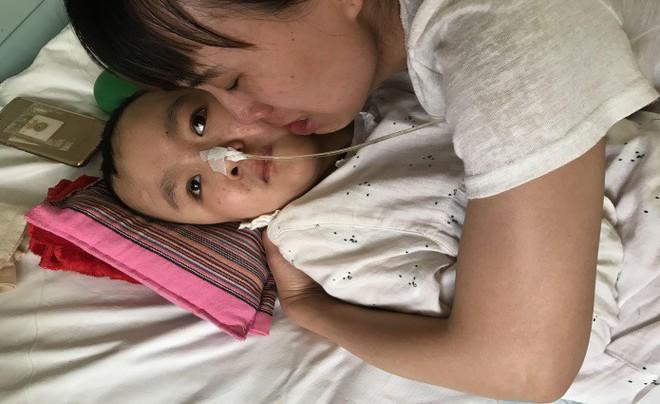 Cảm động người mẹ thà phải đối mặt với căn bệnh ung thư vẫn quyết nhường hy vọng sống cho con gái mình - Ảnh 2.