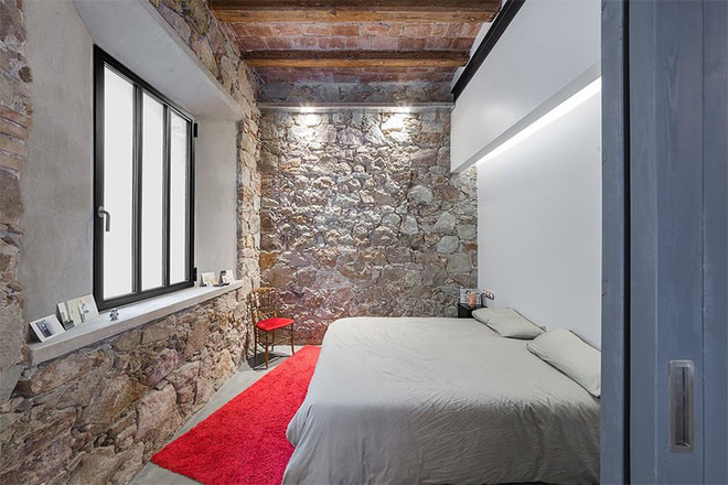 17 kiểu phòng ngủ với tường đá và gạch thô đáp ứng mọi sở thích của người chuộng phong cách này - Ảnh 1.