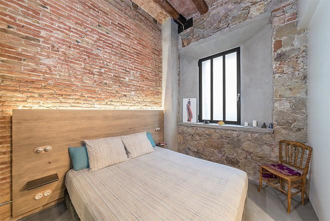 17 kiểu phòng ngủ với tường đá và gạch thô đáp ứng mọi sở thích của người chuộng phong cách này - Ảnh 2.