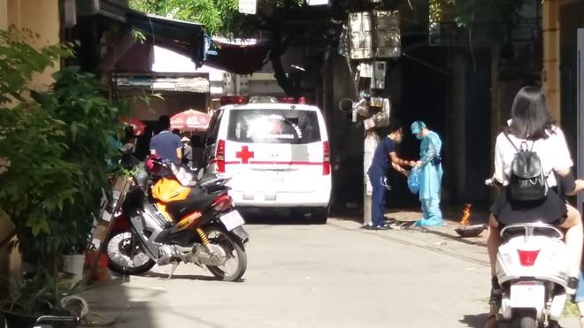 Hà Nội: Mẹ già đi vắng trở về nhà tá hỏa phát hiện con trai đột tử trong nhà tắm - Ảnh 3.