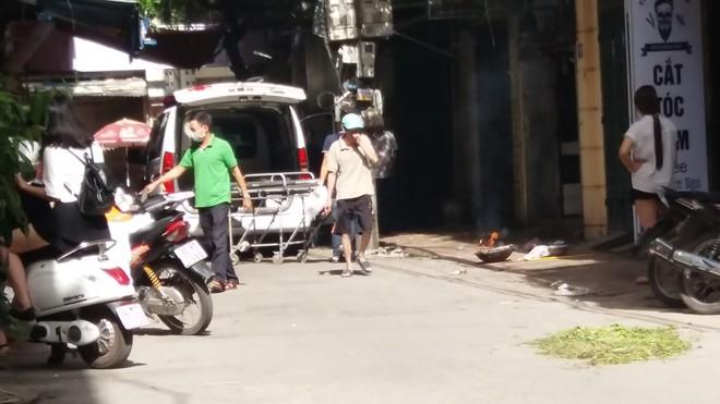 Hà Nội: Mẹ già đi vắng trở về nhà tá hỏa phát hiện con trai đột tử trong nhà tắm - Ảnh 4.