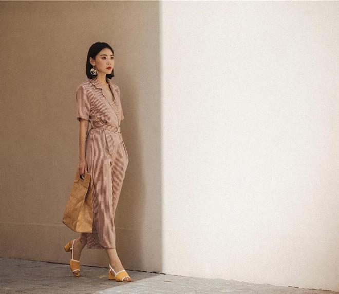 Chính ra càng diện đồ đơn giản lại càng đẹp, không tin bạn cứ ngắm loạt street style của các quý cô Châu Á tuần này - Ảnh 1.