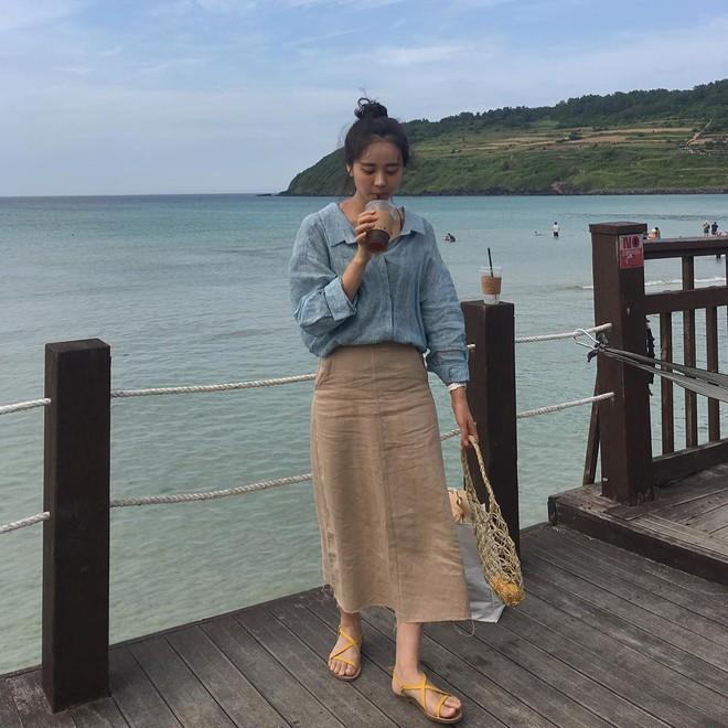 Chính ra càng diện đồ đơn giản lại càng đẹp, không tin bạn cứ ngắm loạt street style của các quý cô Châu Á tuần này - Ảnh 8.
