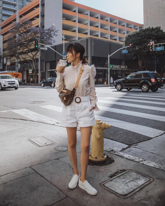 Chính ra càng diện đồ đơn giản lại càng đẹp, không tin bạn cứ ngắm loạt street style của các quý cô Châu Á tuần này - Ảnh 9.