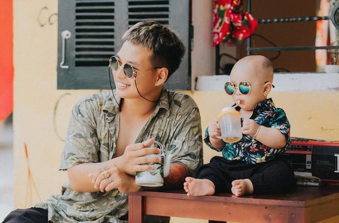 Chụp ảnh với con gái nhưng cư dân mạng lại cứ tưởng ông bố này tạo dáng cùng con trai vì biểu cảm siêu ngầu - Ảnh 7.