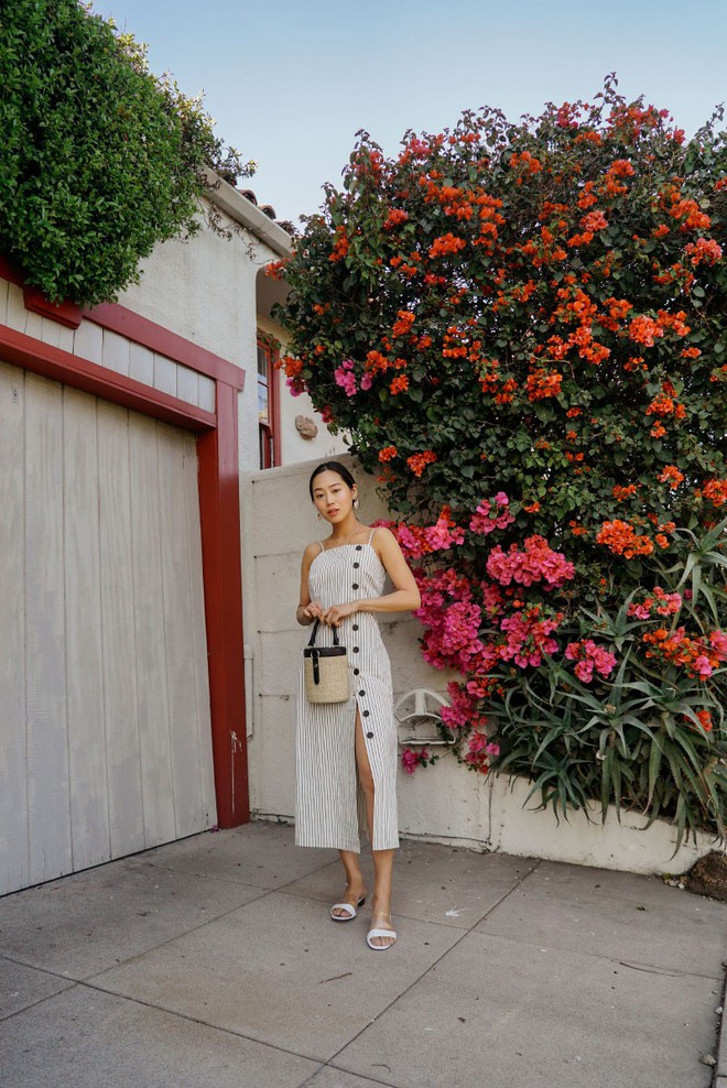 Chính ra càng diện đồ đơn giản lại càng đẹp, không tin bạn cứ ngắm loạt street style của các quý cô Châu Á tuần này - Ảnh 13.