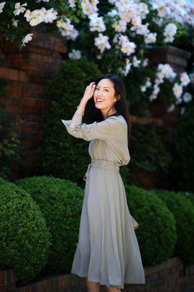 Chính ra càng diện đồ đơn giản lại càng đẹp, không tin bạn cứ ngắm loạt street style của các quý cô Châu Á tuần này - Ảnh 14.
