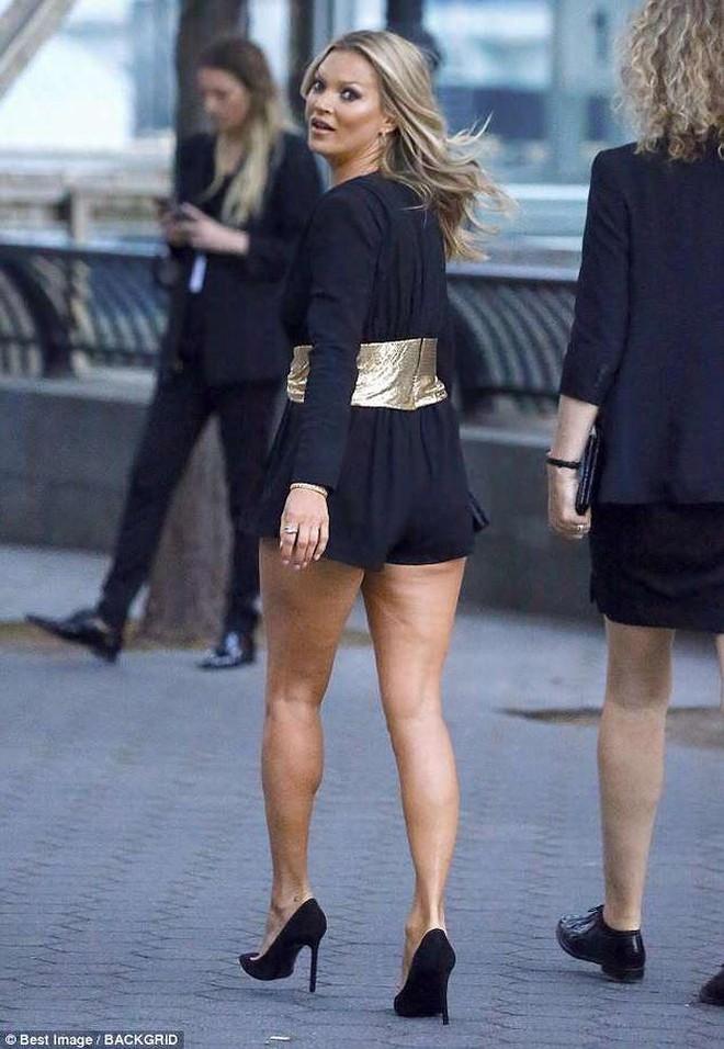 NTK của Dolce&Gabbana tỏ ý chê Kate Moss mặc xấu, giới mộ điệu lập tức chỉ trích: GATO! - Ảnh 2.