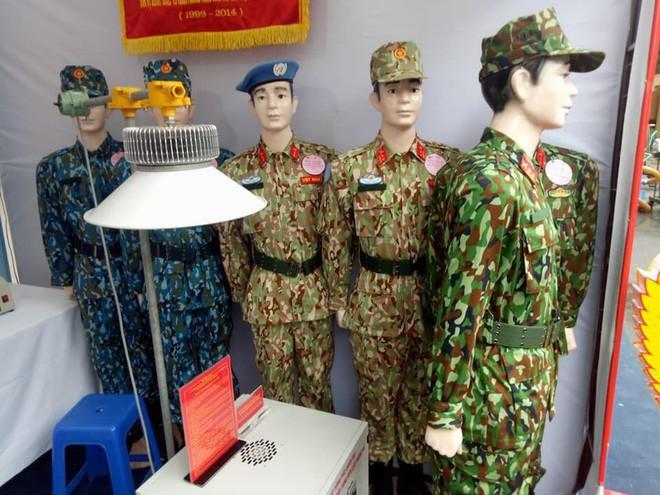 Lộ ảnh hậu trường Nhã Phương chụp poster phim Hậu duệ mặt trời bản Việt - Ảnh 3.