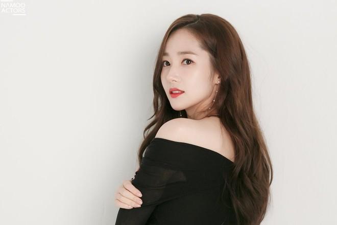 Ảnh hậu trường đẹp khó tin của đệ nhất dao kéo Park Min Young: Đẳng cấp còn hơn cả thần tiên tỉ tỉ - ảnh 11