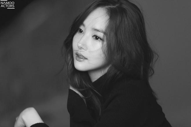 Ảnh hậu trường đẹp khó tin của đệ nhất dao kéo Park Min Young: Đẳng cấp còn hơn cả thần tiên tỉ tỉ - ảnh 13